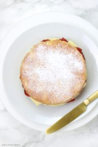 victoria sponge dusted with icing sugar